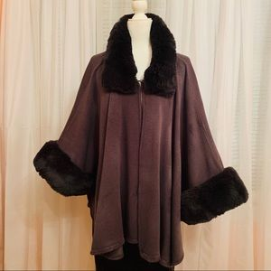 NWOT Beautiful Gray cape with faux fur trim
